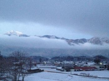 雪雲に包まれるアルプス