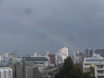 虹、会議中