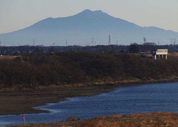 東北新幹線(古河付近)から筑波山