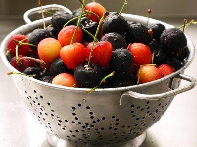 Cherries in colander -L