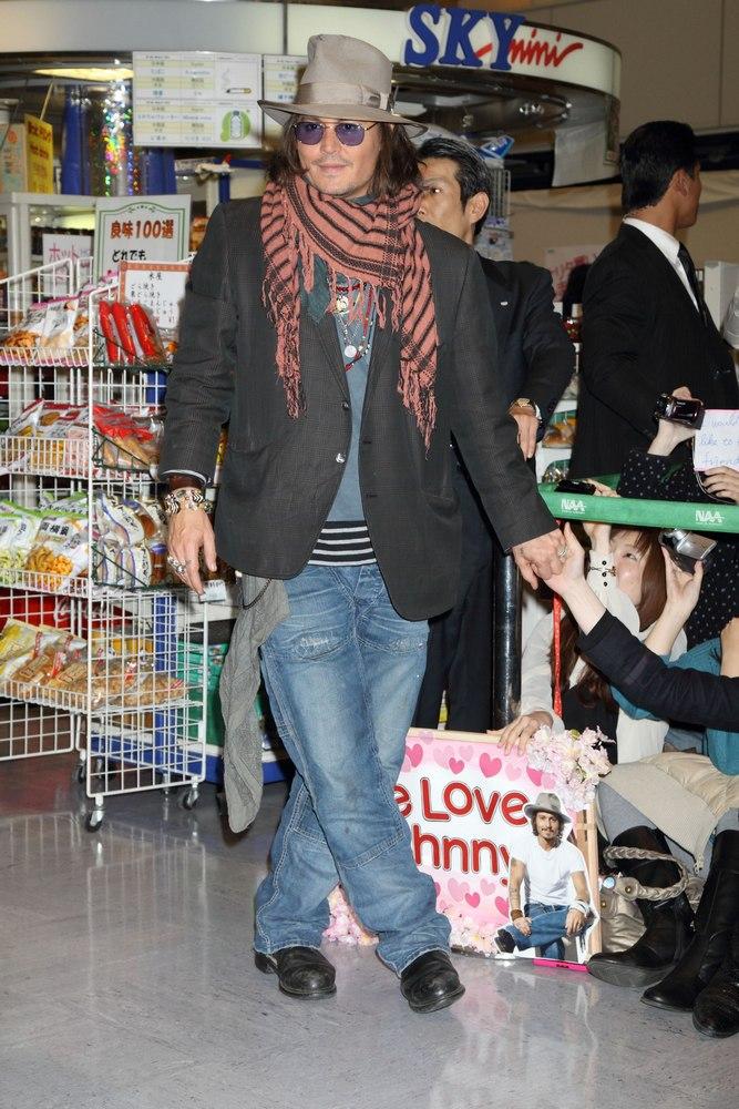 ジョニーデップ 来日 ツーリストプレミア 成田空港