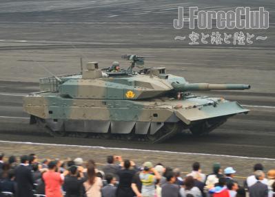 100711 富士学校記念行事 10式戦車-01