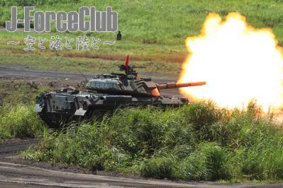 100825 総火演 74式戦車の実包発射-02