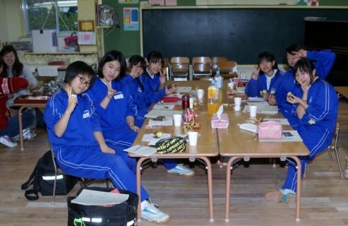 2007-06-30 25年11月28日中学生職場体験学習・全体合唱 002 (800x519)