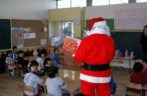 2007-07-14 25年12月12日誕生会風景、サンタクロース 024 (800x522)