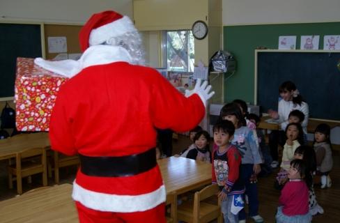 2007-07-14 25年12月12日誕生会風景、サンタクロース 048 (800x525)