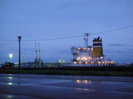 伏木港の船