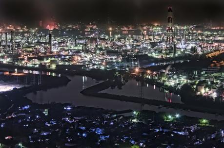 夜の呼松地区と水島コンビナート