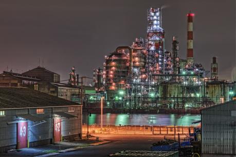 京浜工業地帯東亜石油水江工場