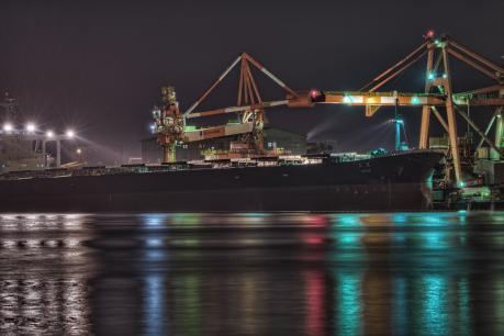 JFE東日本製鉄所のキリンとタンカー