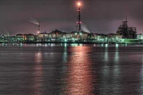 東扇島東公園から望む京浜工業地帯の夜景