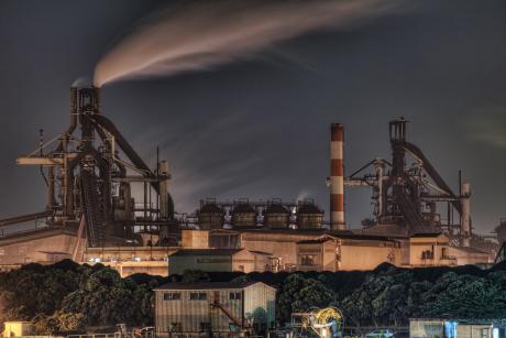 京浜工業地帯JFE東日本製鉄所の高炉夜景