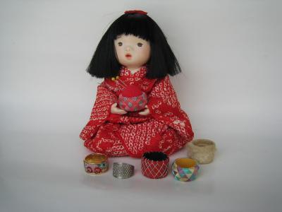 人形と指ぬき
