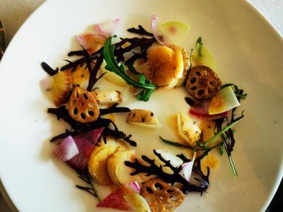 mono12-13 北海道産帆立のグリルと季節の根菜のサラダ仕立て・オーシャン蜜柑のソースと泡