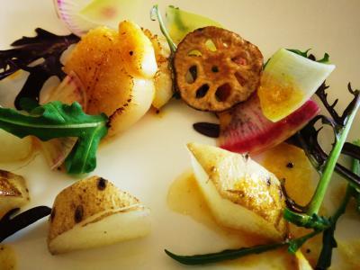 mono12-13 北海道産帆立のグリルと季節の根菜のサラダ仕立て・オーシャン蜜柑のソースと泡2