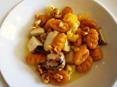 mono12-14かぼちゃのニョッキと海老芋とカリフラワー・コルゴンザオーラとナッツのソース