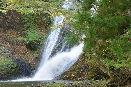 峨瓏(がろう)の滝788
