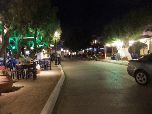 セリフォス_夜の通り