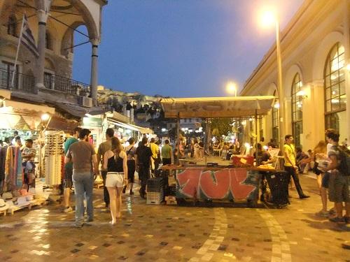 夜のモナスティラキ広場