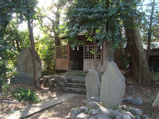 谷保天満宮境内の古墳墳丘