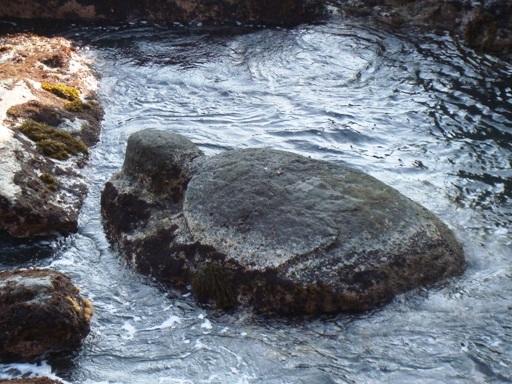 江ノ島岩屋亀石