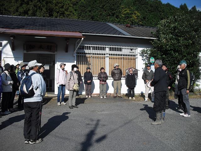 加太駅で挨拶と説明