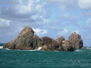 蘇洞門巡り 向こうは日本海