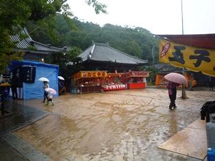 長谷寺大法会2011 雨空の境内