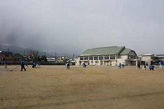 20110212雪の日忍海小グラウンド (13)
