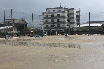 20110212雪の日忍海小グラウンド (9)