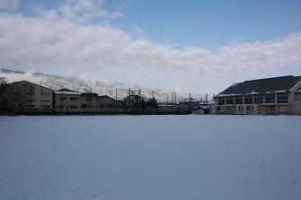 20110212雪の日忍海小グラウンド (3)
