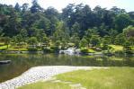 松楽亭から抹茶を呑み庭を見る
