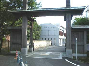 お寺入り口