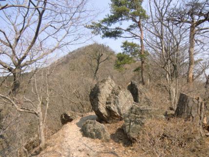 岩場の道から石尊山