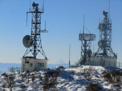 鉄塔の間に富士山