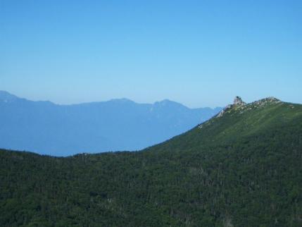 南アルプスを背景に金峰山