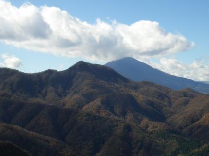 剣の峰から鼻曲山と浅間山