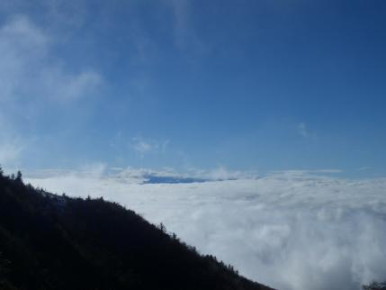 雲海の上には八ヶ岳が見えるはずだが