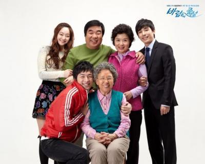 神戸ライフ:TV上の家族写真