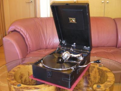 HMV ポータブル蓄音機