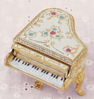 pewterbox_piano3.jpg