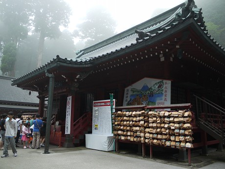 15神社25拝殿