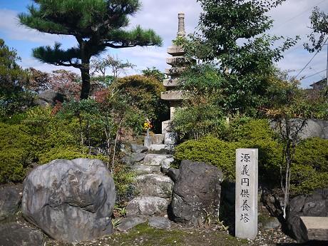 05義円公園02供養塔