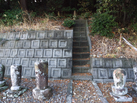09連城寺-供養塔へ