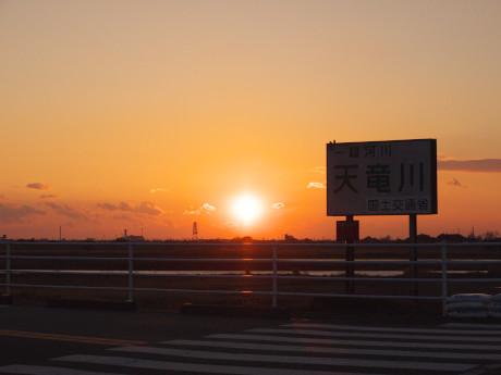 16天竜川夕日