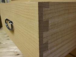 無垢桐たんす、(桐戸棚)、引き出し柾目板
