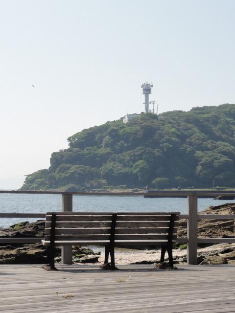 観音崎灯台を臨む