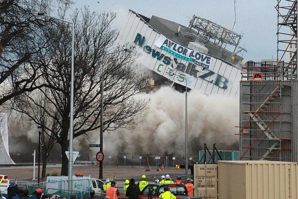 クライストチャーチで初めてのビル爆破解体