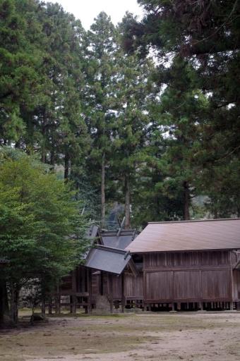 飯石神社の境内