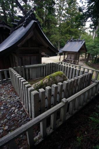 飯石神社の磐石